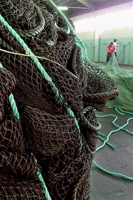 Herstellung nachhaltiger Teppiche aus alten Fischernetzen