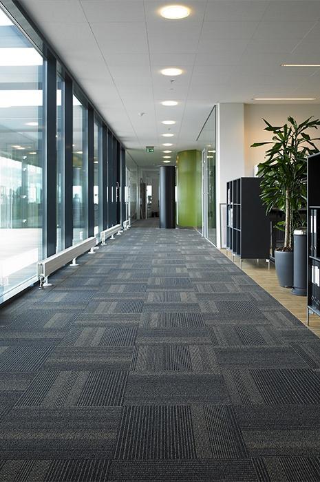 Gewerblicher Teppich- schwarz-teppichböden-für-das-büro-von-ege-teppich